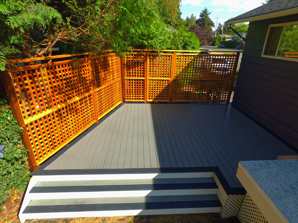 A trex deck back yard with privacy wall