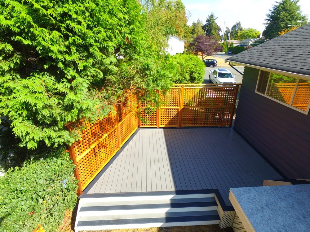 Trex deck with privacy wall