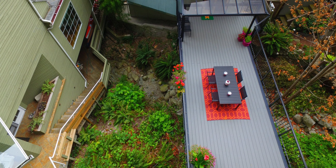 Overhead view of composite deck and aluminum picket railing