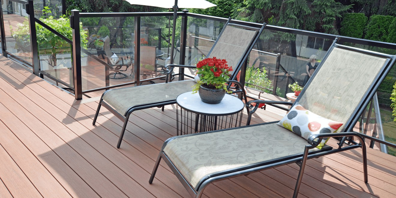 Azek deck with aluminum glass railings