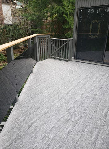 Vinyl decking glass railiings
